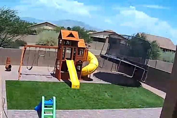 הטרמפולינה המעופפת: לכם כבר יש אחת כזו בחצר עבור הילדים?