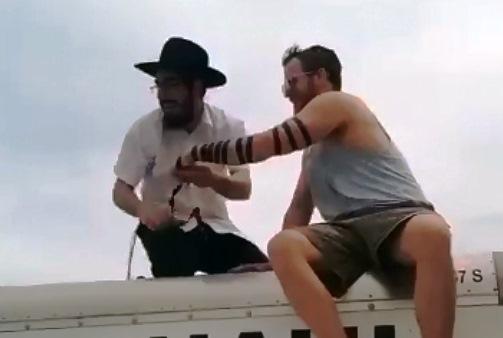 על הגשר בברוקלין באמצע הפקק: צפו בתייר הישראלי