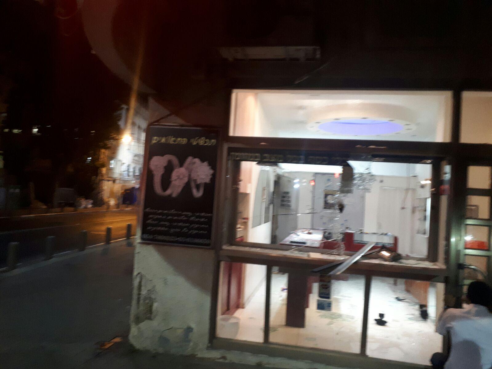 צפו בתיעוד: בתוך 2 דקות הפורצים רוקנו את חנות התכשיטים בבני ברק
