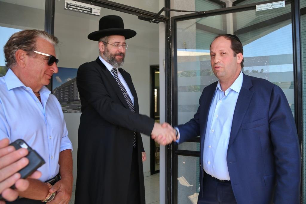"""הרב דוד לאו, חנך את משרדי """"החברה להתחדשות ירושלים"""""""