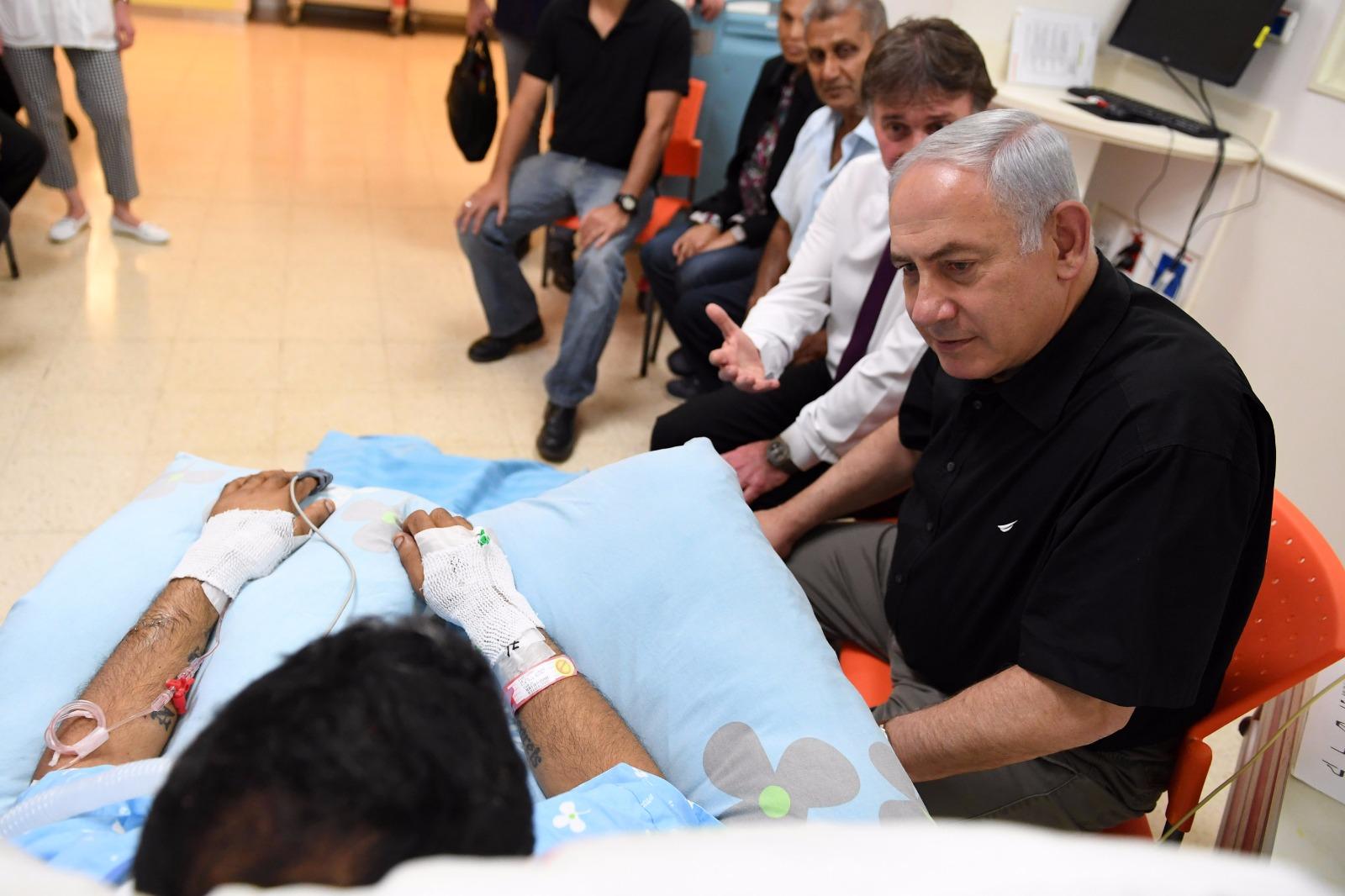 ראש הממשלה ביקר את ניב שנפצע בפיגוע הדקירה בנתיבות