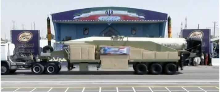 ומי בחרב: איראן חשפה טיל בליסטי המגיע למרחק של 2,000 קילומטר והצהירה: נסיון שיגורו הצליח