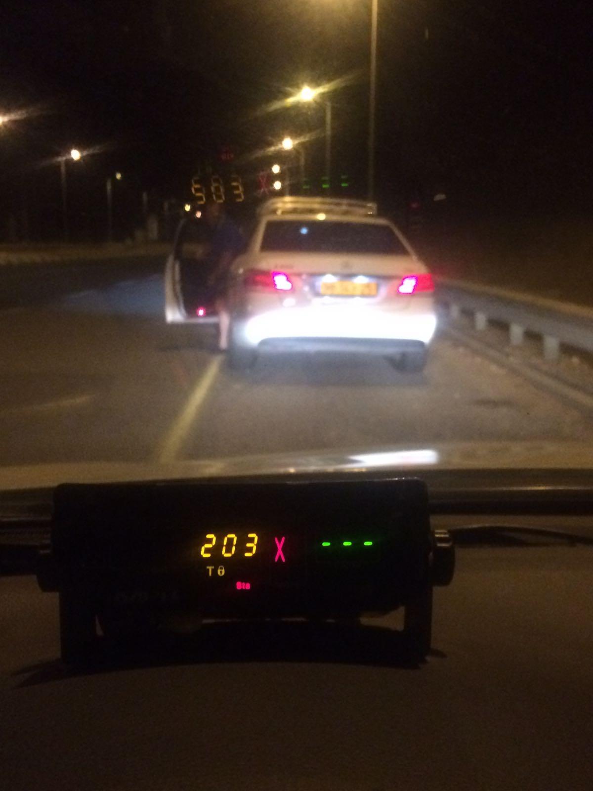 """נהג מונית בן 33 עם 25 עבירות תנועה, נתפס נוהג במהירות של 203 קמ""""ש"""
