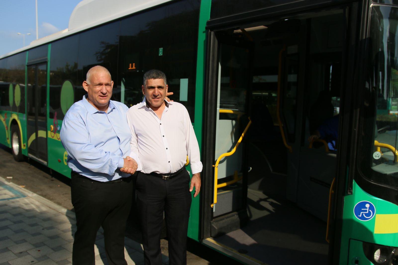 יוצאים לדרך: אוטובוסים חשמליים בחיפה – חונכים את הנסיעה הראשונה!