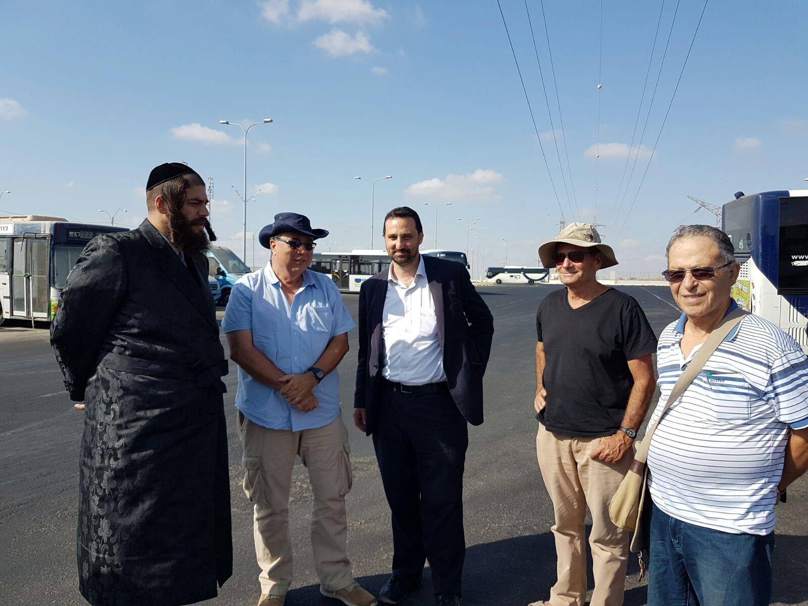בבגדי שבת בדרך לבר המצוה: ראש העיר סייר עם המומחים