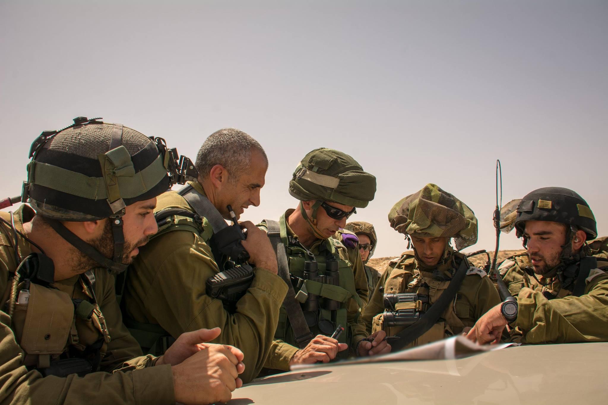 """""""ארבעה חיילים נכנסו בנשק טעון והחרימו מכונית"""" • מדיניות חדשה בצה""""ל"""