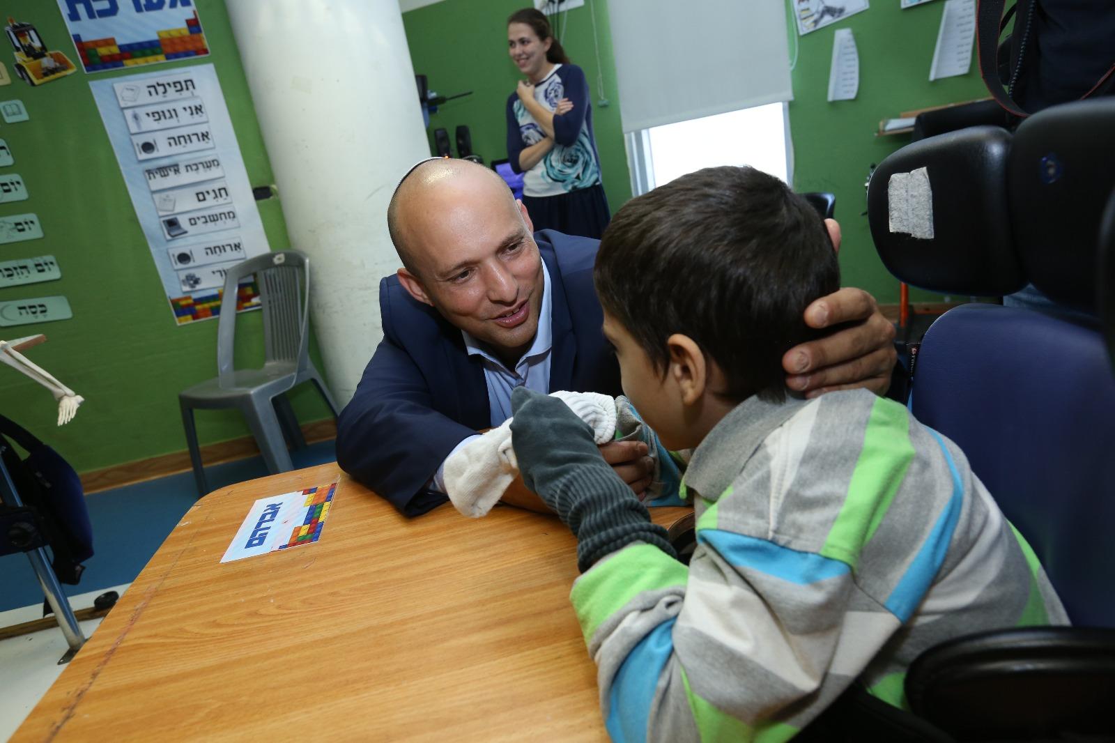 השר בנט סייר במרכז השיקומי מש״י: ״מרגש לראות את ההשקעה בילדים״
