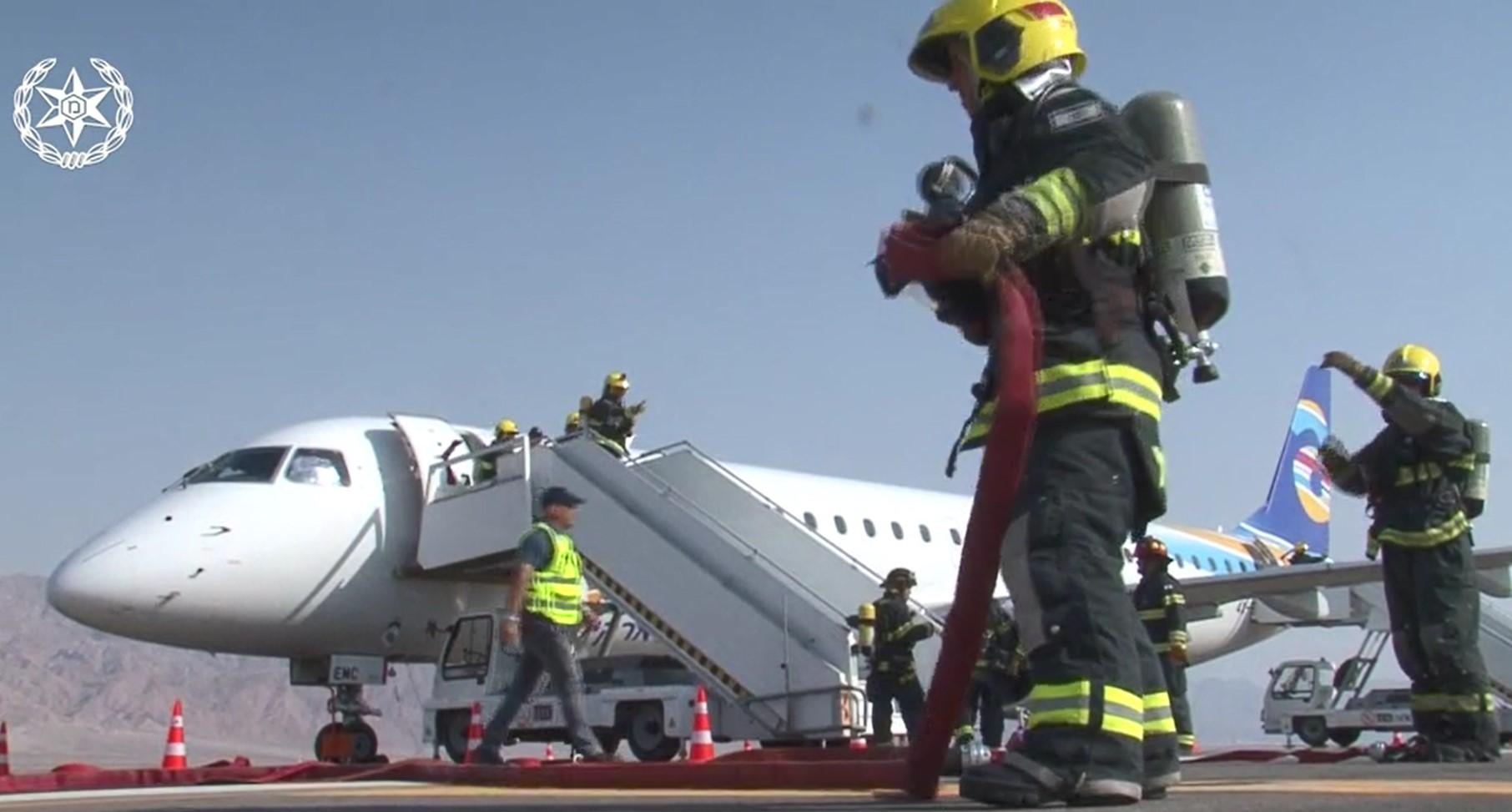 """""""ציפור פגעה במטוס ארקיע, בנחיתה המטוס התרסק"""" • צפו בתרגיל"""