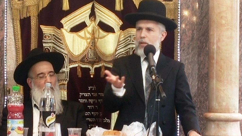 """הרב זמיר כהן: """"שיעור כזית מודדים לפי הנפח ולא המשקל"""" • ומה דעת חכם שלום?"""