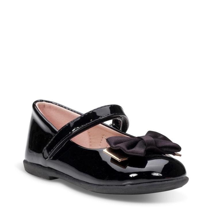 בובה או סניקרס? נעלי החג החדשות של גלי