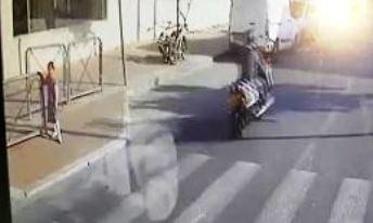 קשה לצפיה: עקף את רכב ההסעים לפני מעבר חציה ופגע בילדה