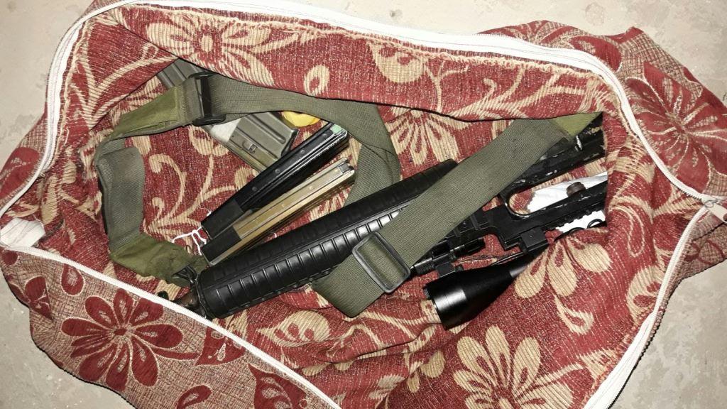 """M16, שני אקדחים ושנים עשר חשודים • השלל היומי של צה""""ל"""