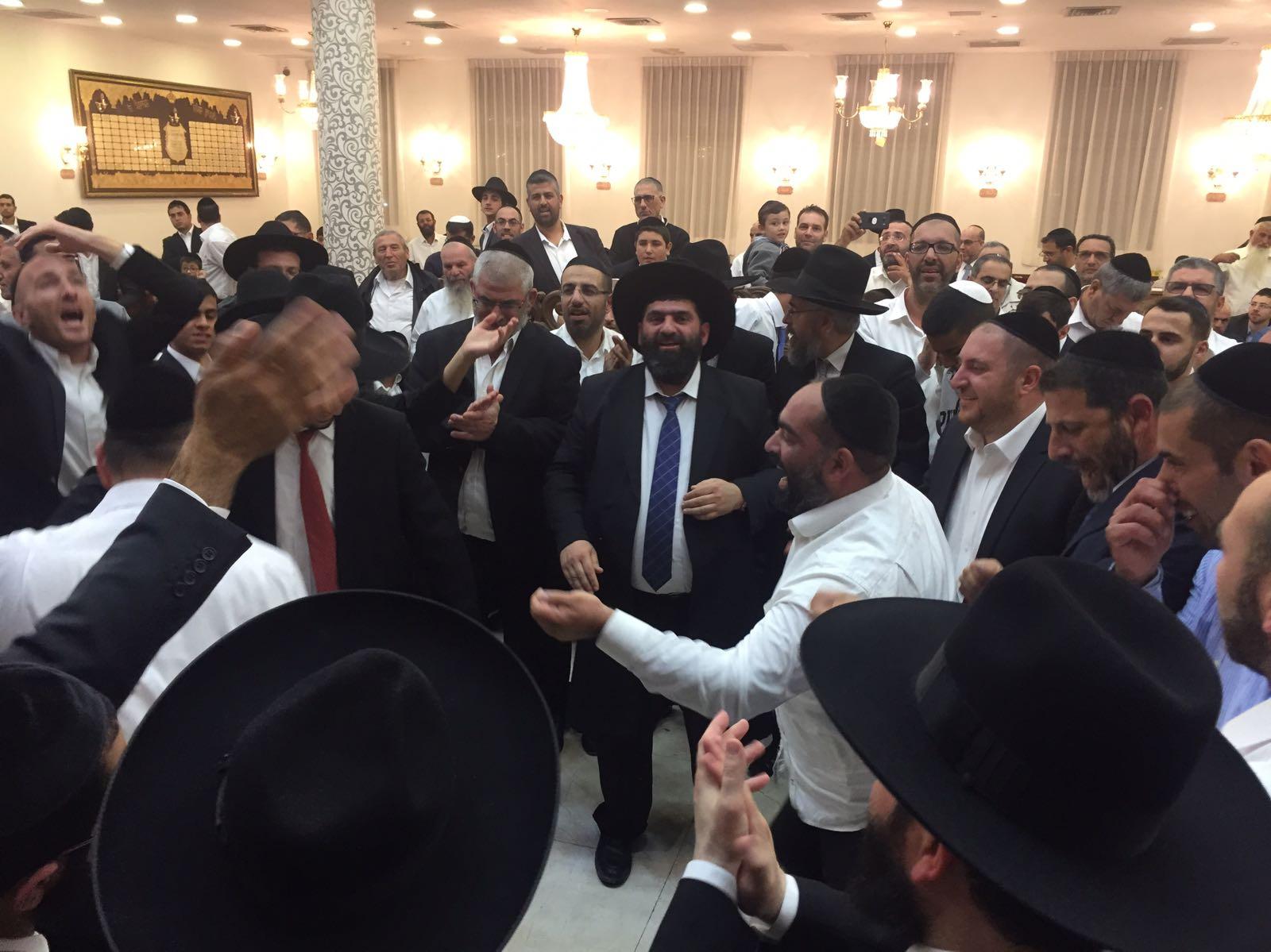מאות השתתפו בשמחת בית השואבה המרכזית בישיבת 'אמרי שפר'