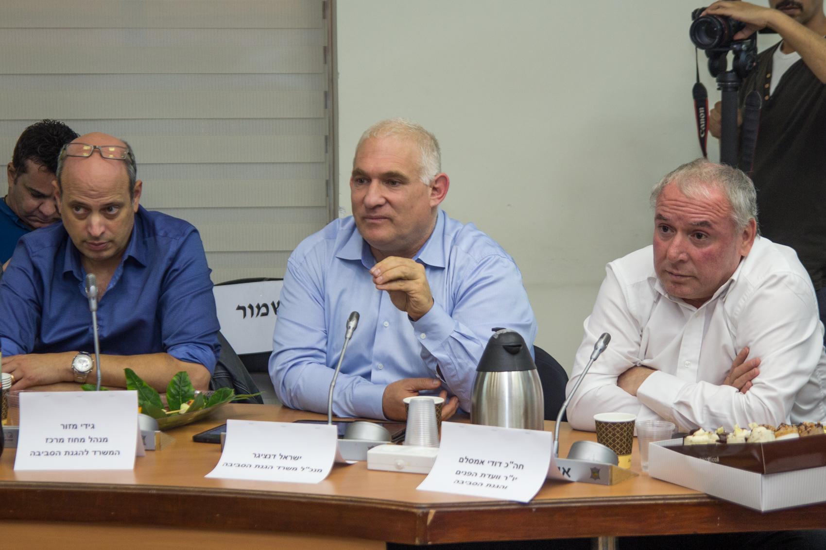 דיון חירום: הפלסטינים מרעילים בשריפת פסולת