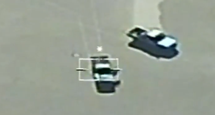צפו בתיעוד: צבא מצרים משמיד שיירת כלי רכב שהובילו נשק