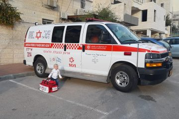 אסתר קורץ ממודיעין עילית – נהגת האמבולנס הצעירה בישראל