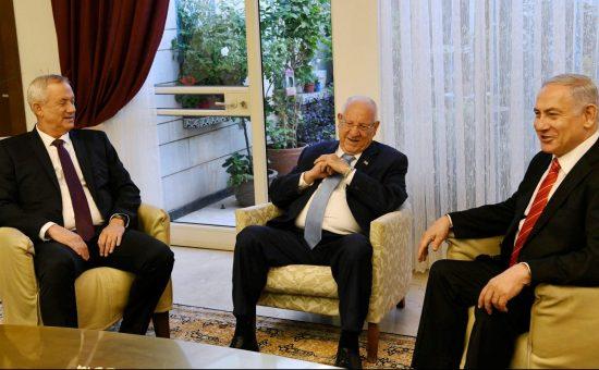 """נתניהו וגנץ אצל הנשיא, צילום: עמוס בן גרשום, לע""""מ"""