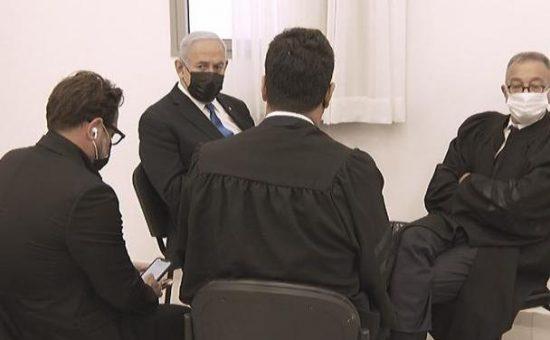 נתניהו ממתין בבית המשפט