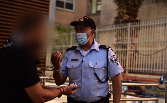 שוטר בקורונה