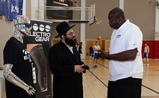 Moshe Lebowitz with Ed Pinckney - Credit - Yehoshua Halevi