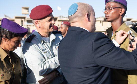 """ראש הממשלה בסיום קורס קצינים, צילום דובר צה""""ל"""